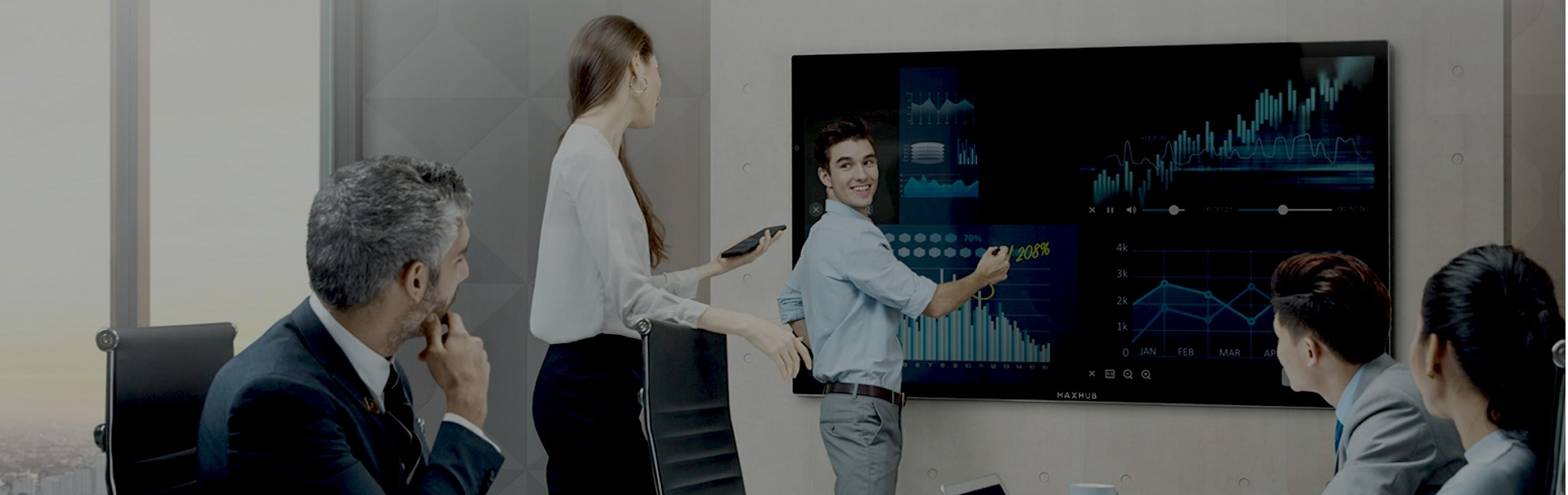 電子黒板「MAXHUB」